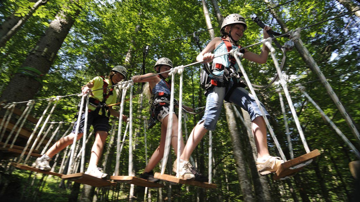 Top 5 des activités à faire cet été à la montagne : le parcours aventure - CGH Résidences