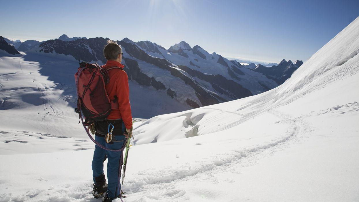 Top 5 des activités à faire cet été à la montagne : l'alpinisme - CGH Résidences