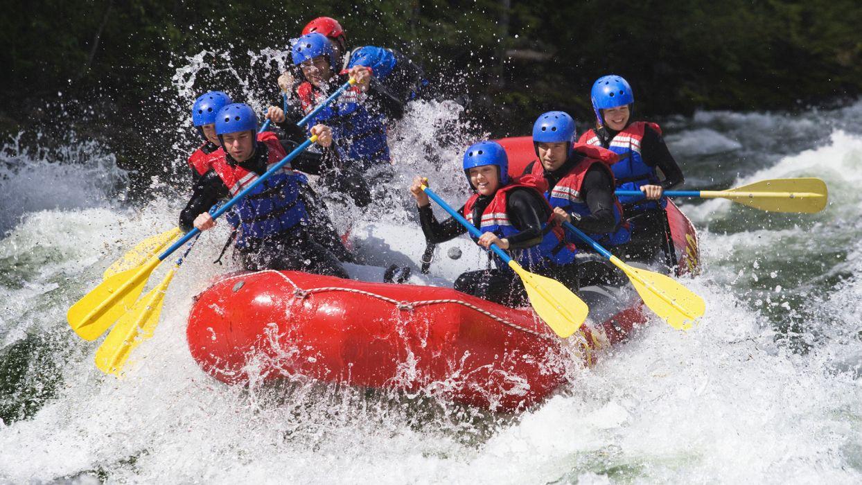 Top 5 des activités à faire cet été à la montagne : le rafting - CGH Résidences