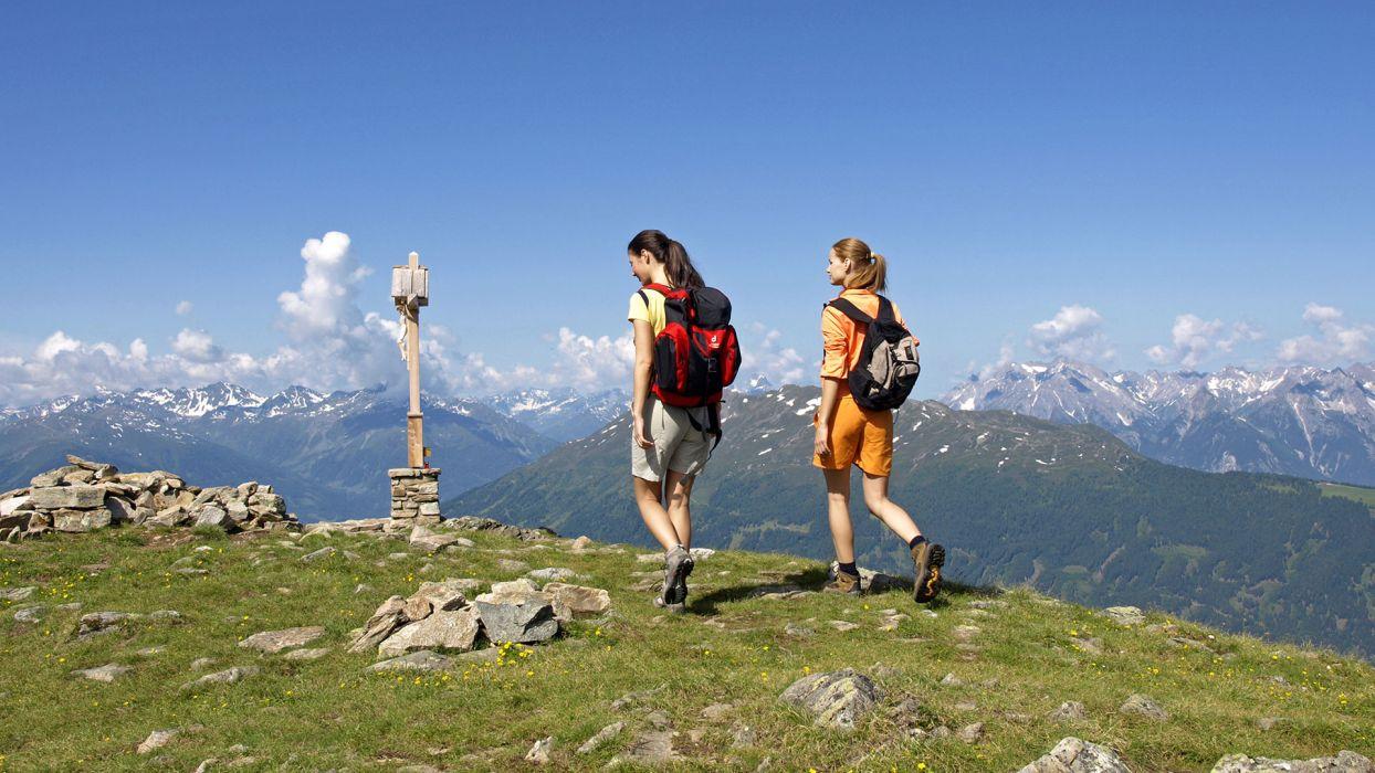 Top 5 des activités à faire cet été à la montagne : la randonnée pédestre - CGH Résidences